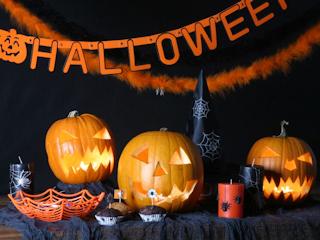 Kolekcja dekoracji halloweenowych w Empiku.