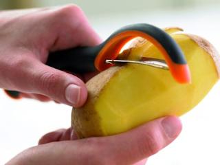 Kuchenne akcesoria Fiskars niezbędne podczas wakacyjnych podróży.