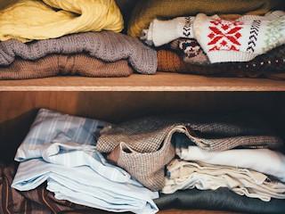 Porządki w szafie, czyli co zrobić z niepotrzebnymi ubraniami.