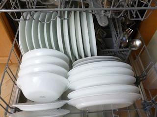 Jakich środków do zmywarki używać, by naczynia były perfekcyjne?
