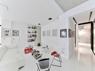 Mebel idealny dla stylu skandynawskiego – biały stół rozkładany