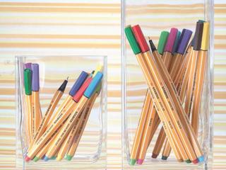 Efektywne uczenie dzięki kolorowym cieńkopisom.