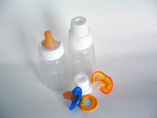 Jak wybrać właściwy smoczek do butelki?