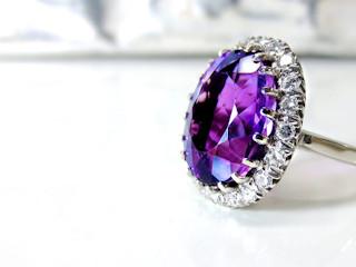 Poznaj enigmatyczne pierścionki z efektownymi kamieniami. Który model założysz na palec?