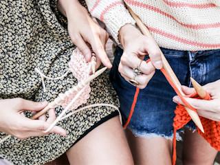 DIY: wakacyjny look zrobiony na drutach dzięki We Are Knitters.