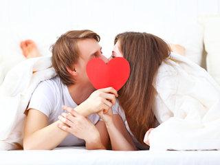 Pamiętaj o ochronie intymnej podczas zbliżeń z partnerem.