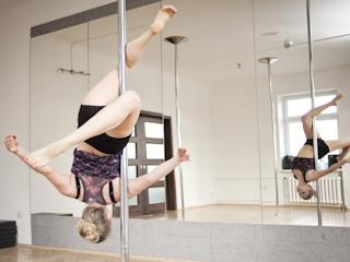 Powstał pierwszy pole flight club w Warszawie - HOOK Studio Pole Dance.