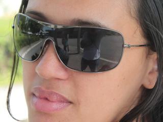 Noszenie okularów przeciwsłonecznych przy astygmatyzmie.