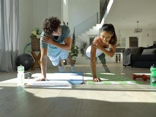 Świętuj Międzynarodowy Dzień Sportu w domu – materiał z komentarzem konsultanta chorób zakaźnych.