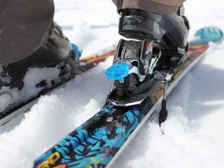 Narty dla poczatkujących narciarzy.