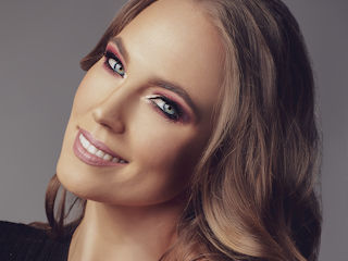 Makijaż Red Glow – Affect Cosmetics.