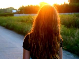 Sprawdzone sposoby na nawilżenie włosów.