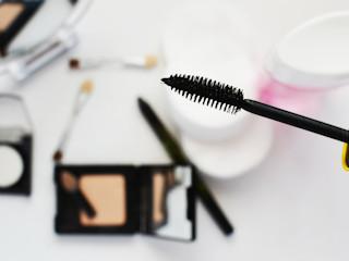 Jak należy wykonać makijaż podczas letnich i upalnych dni?