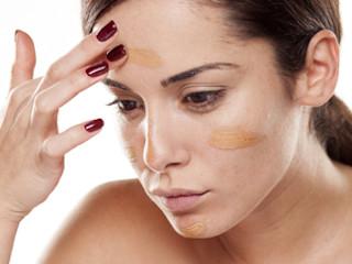 Prawidłowy makijaż dla cerz trądzikowej.