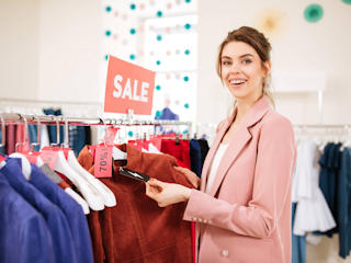 Sprawdzone porady jak oszczędzać na kosmetykach i ubraniach.