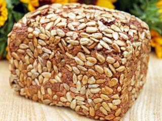 Aromatyczny domowy chleb z ziarnami