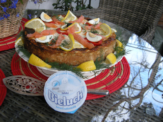 Przepis na tort łososiowo-bieluchowy.