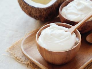 Domowy jogurt kokosowy – jak zrobić?