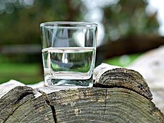 Prawidłowe picie wody.