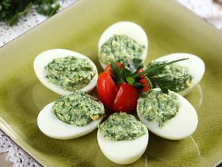 Jajka z farszem szpinakowym