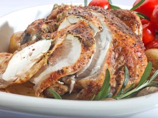Przepis na kurczaka Zagrodowego pieczonego w całości ze świeżymi ziołami i cytryną.