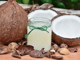 Czy warto używać olej kokosowy?