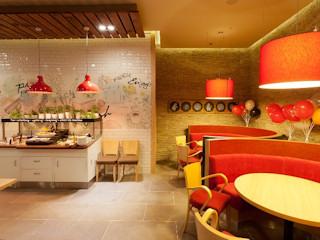Pizza Hut otwiera kolejną restaurację we Wrocławiu i zaskakuje nową koncepcją