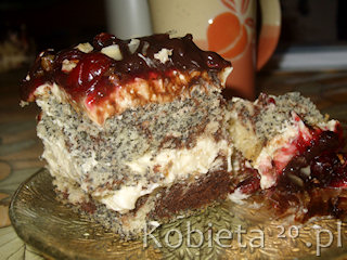 Przepis na ciasto z kremem i bakaliami.