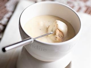 Przepis na fondue z sera topionego Sertop.