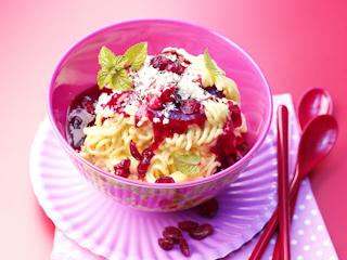 Przepis na spaghetti lodowe z sosem z żurawiny i wina Noilly Prat.