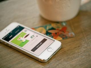 Aplikacja w kawiarniach Starbucks.