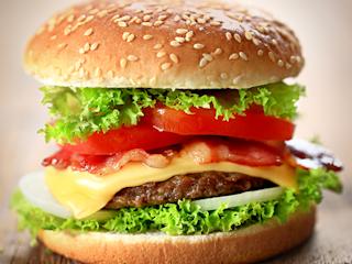 Przepis na domowy hamburger z sosem Tarsmak.